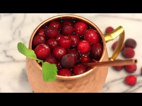 Cranberry Moscow Mule Cocktail Recipe | How To Make A Holiday Moscow Mule Drink